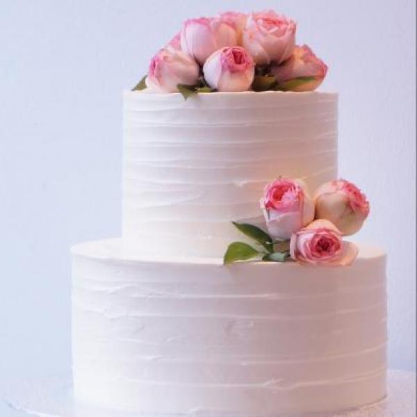 Tarta de nata con rosas